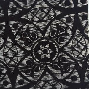 Print geometric alb-negru