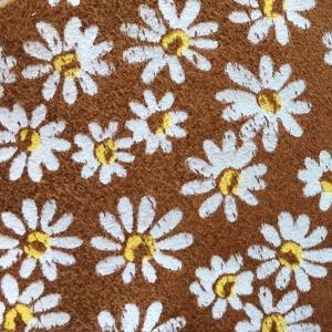 Flori pe fundal coniac piele intoarsa