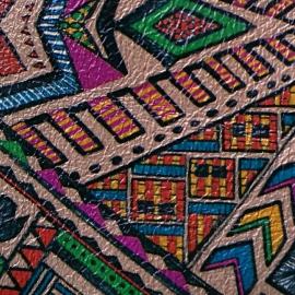 Print aztec pe fundal cappuccino