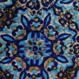 Flori pe fundal bleu
