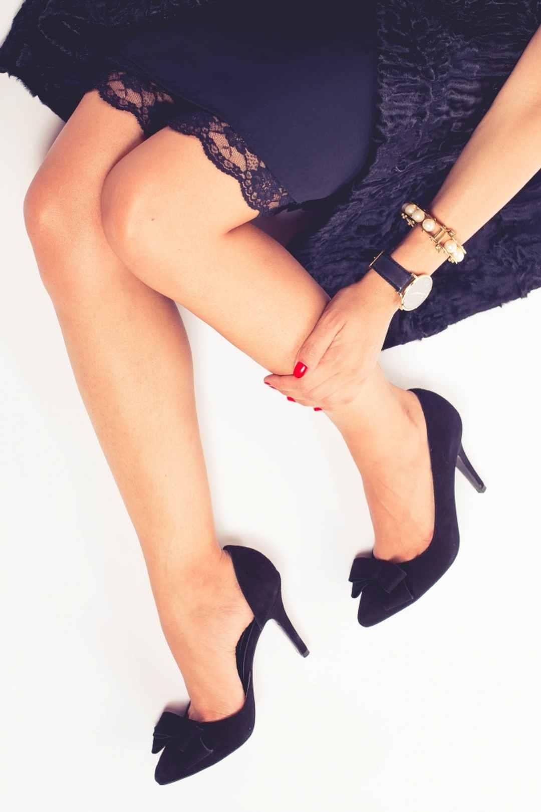 Pantofi cu toc şi fundiţă