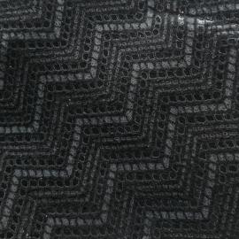 Negru texturat in V
