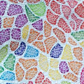 Print geometric multicolor pe fundal alb