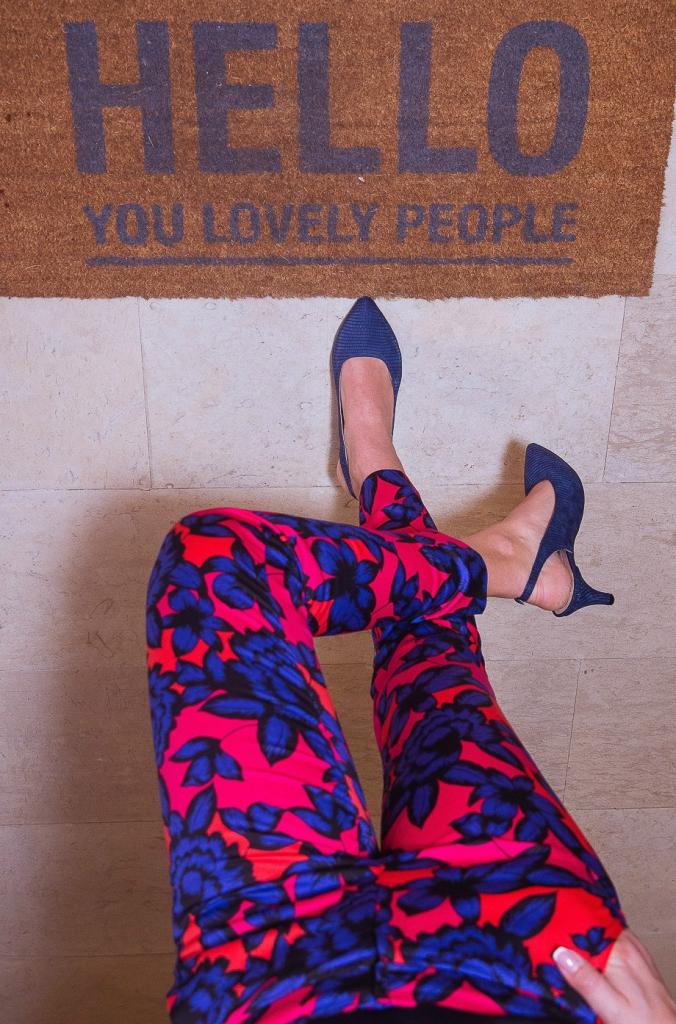 Pantofi cu toc mic și baretă la spate 6