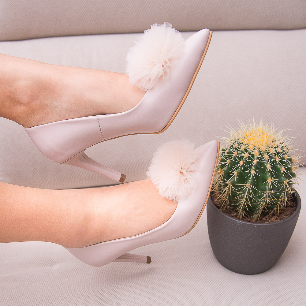 Pantofi stiletto cu pompon PUF 5