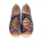 Sandale joase cu șiret